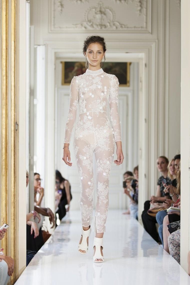 2013-wedding-dresses-by-french-designer-delphine-manivet-1.full