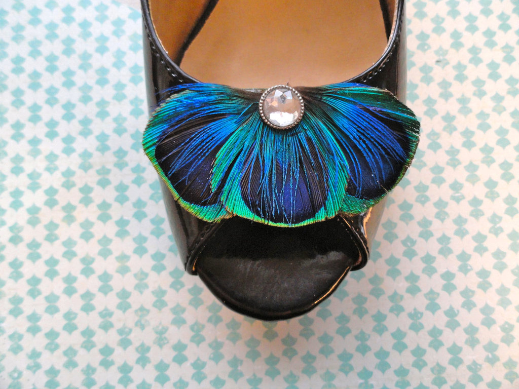 Peacock-feather-shoe-clips-for-brides-something-blue.full