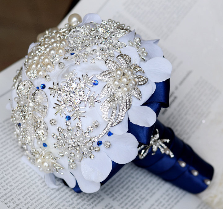 Eco-friendly-brooch-fabric-bridal-bouquet.full