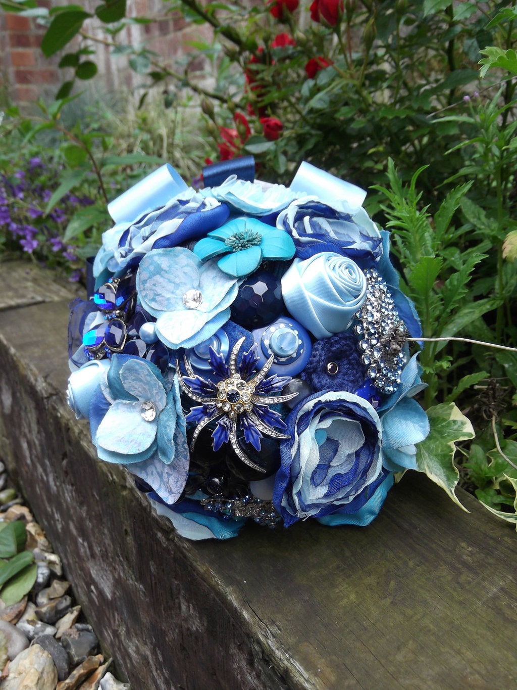 Something-blue-alternative-bridal-bouquet.full
