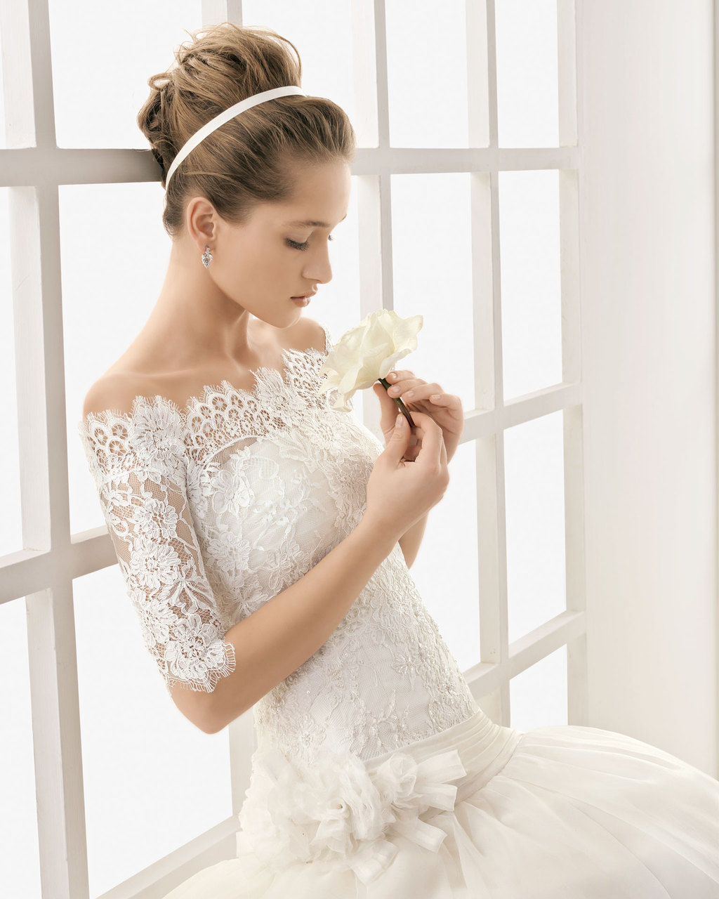 Classic-lace-wedding-dress-with-removable-sleeved-bolero.full