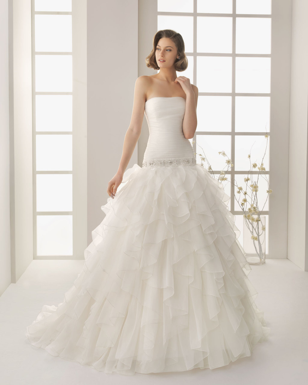 Classic-wedding-dress-strapless-with-pleating-rosa-clara-2013.full