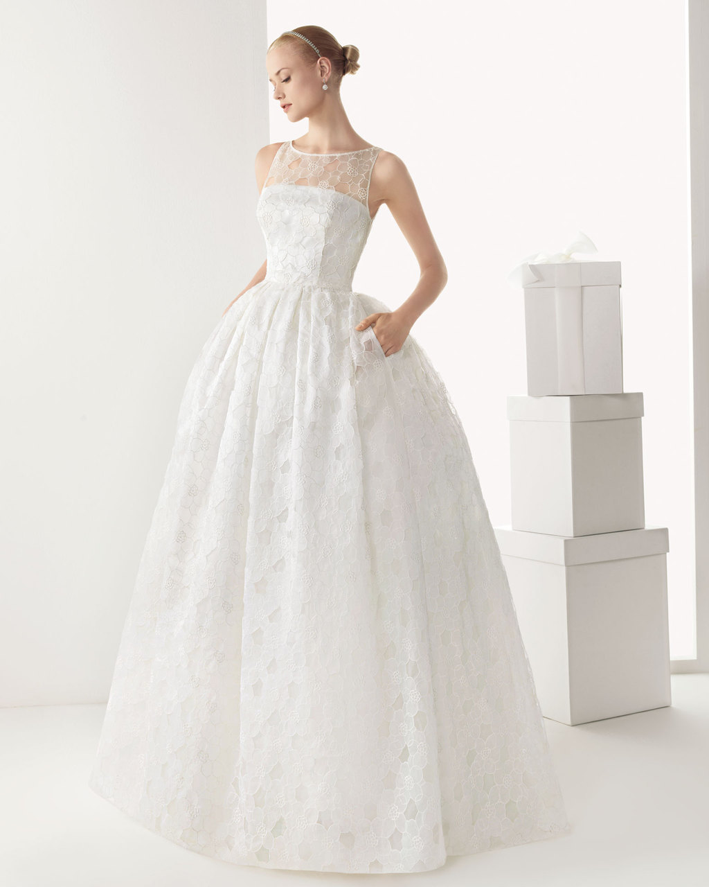 Floral-lace-wedding-dress-by-rosa-clara.full