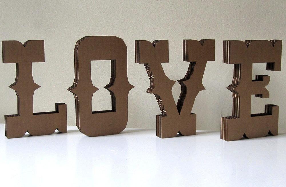Carnival-themed-wedding-love-sign.full