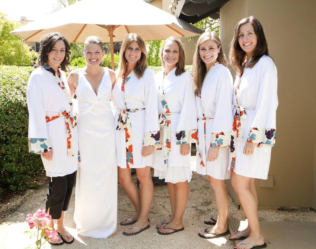 Destination-wedding-bride-with-maids.full