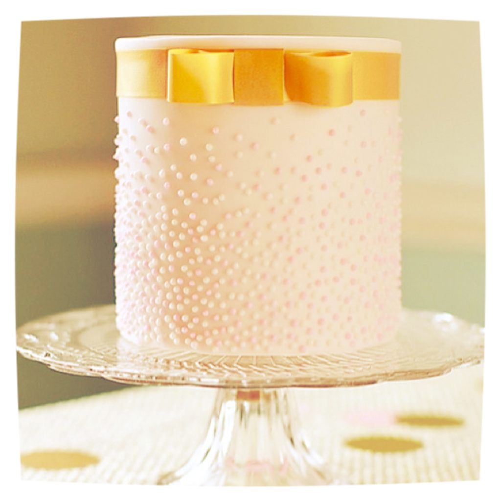 Pretty-pink-and-gold-wedding-cake.full