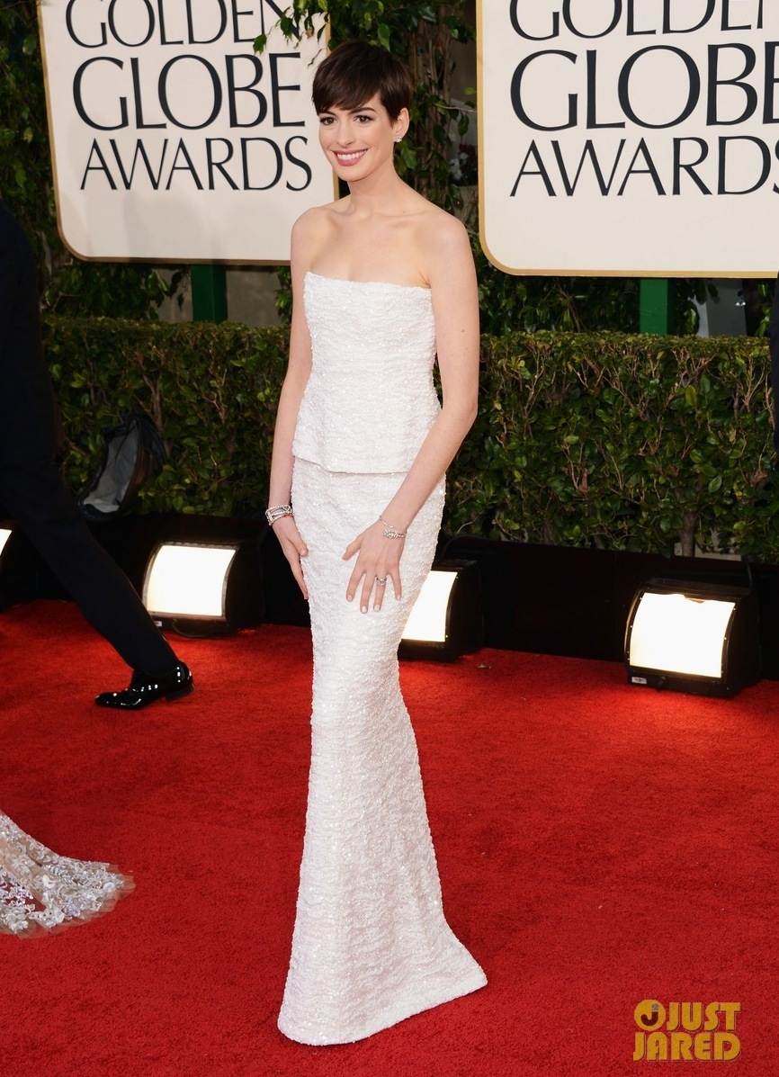 Anne-hathaway-golden-globes-2013-red-carpet-04.full