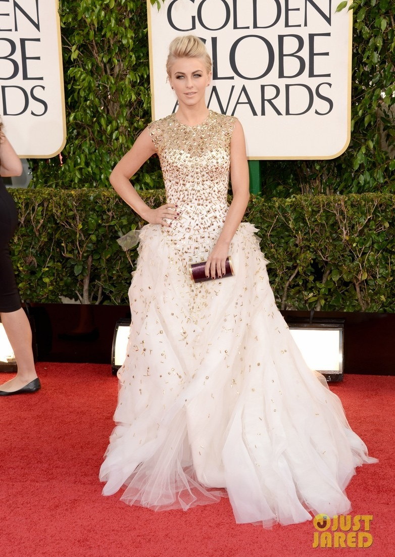 julianne hough ryan seacrest golden globes 2013 red carpet 01