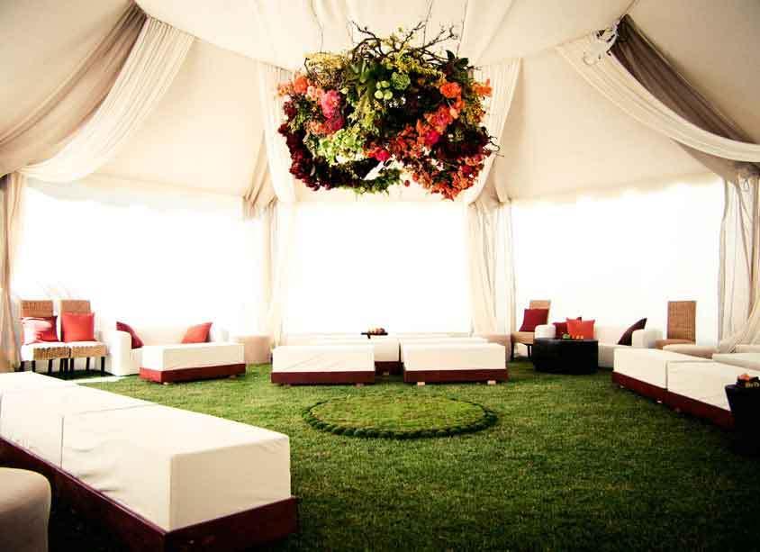 Floral-chandelier-in-elegant-wedding-tent.full