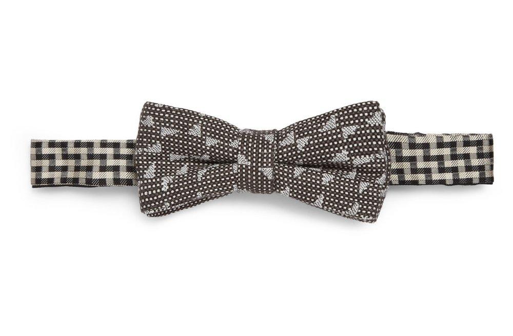 Unique-grooms-bow-tie.full