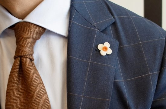 Daisy Lapel Pin for the Groom