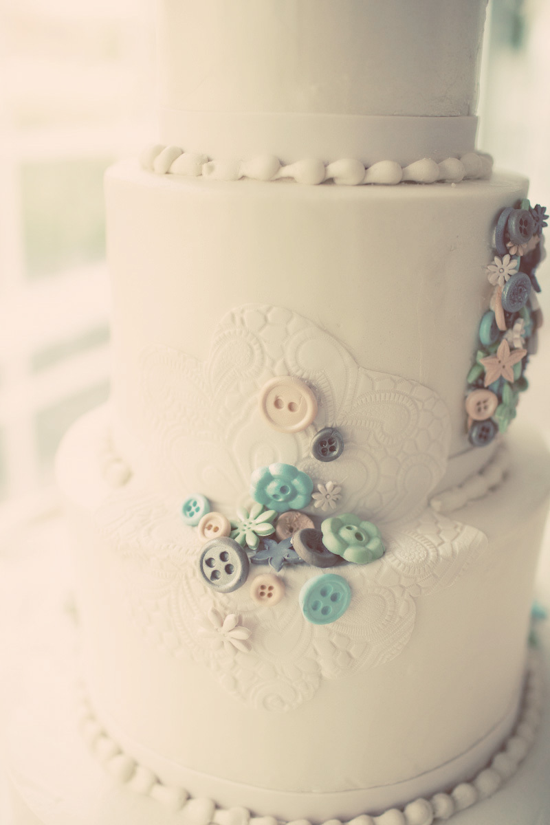 Vintage-inspired-wedding-cake-with-lace-applique-design.full