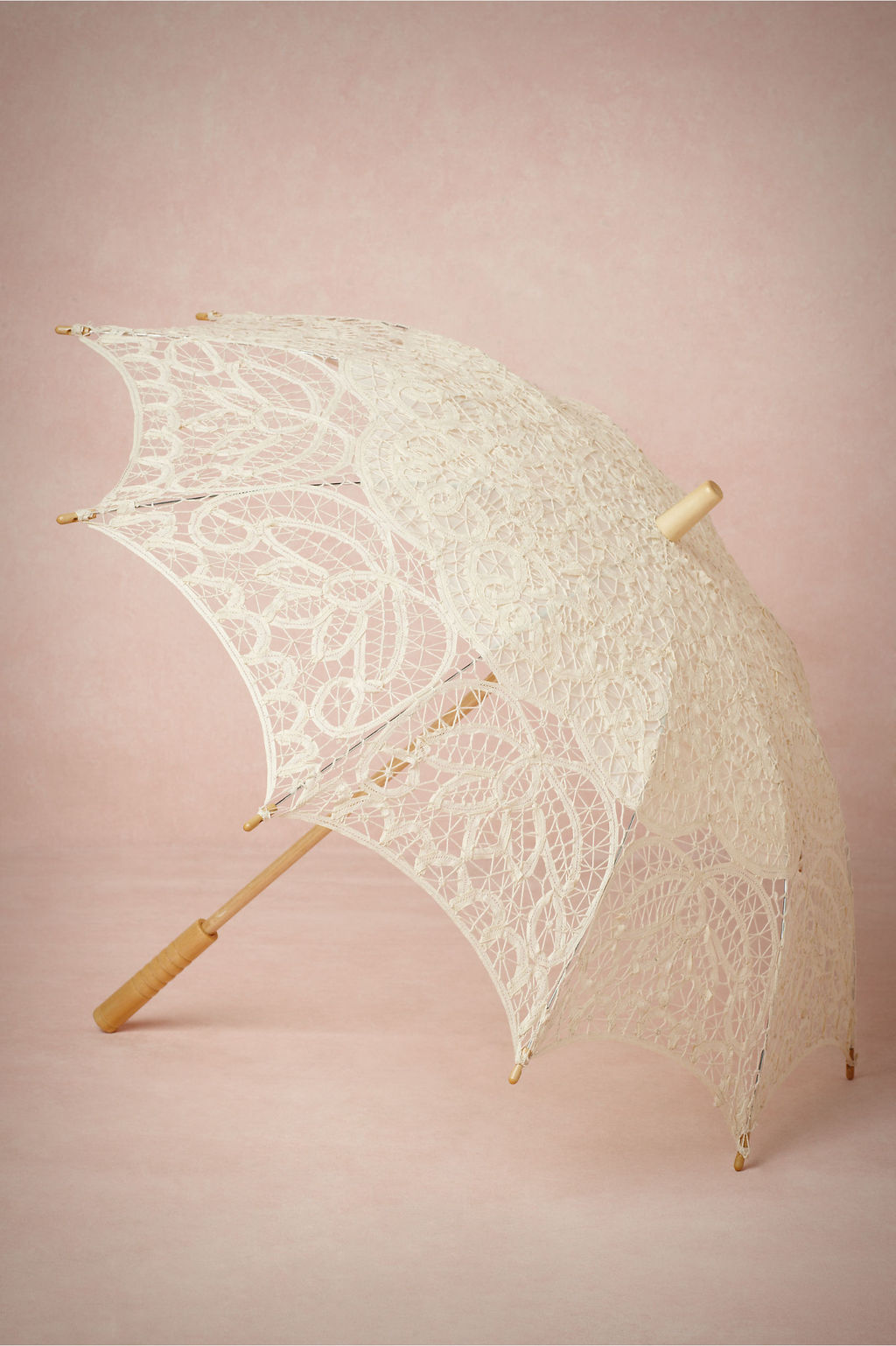 Lace-parasol-for-spring-brides.full