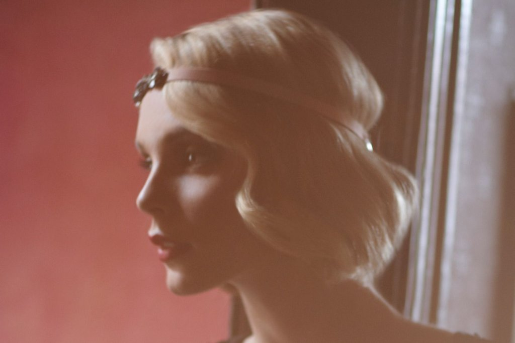 Flapper-chic-short-wedding-hairstyle.full