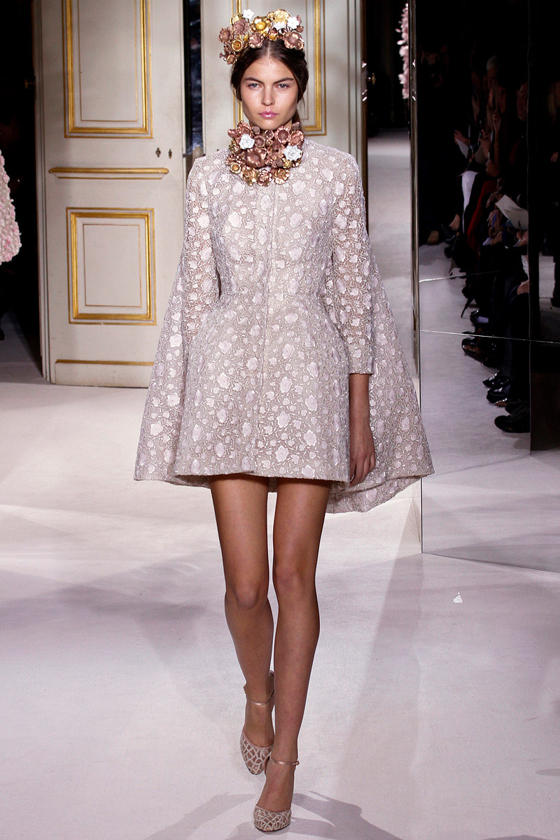 Couture-wedding-coat-in-taupe-and-blush-giambattista-valli.full