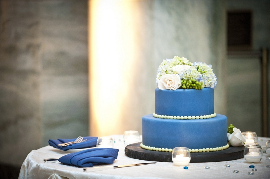 Applebrides blue wedding cake