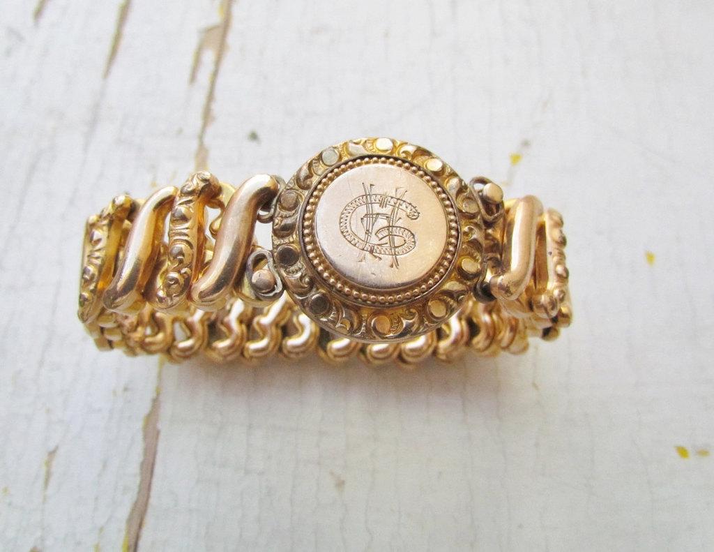 Vintage-bridal-jewelry-monogrammed-bracelet.full