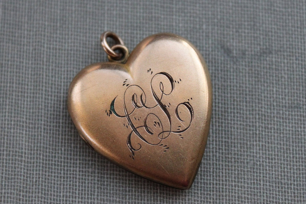 Heart-shaped-bridal-locket-with-monogram.full