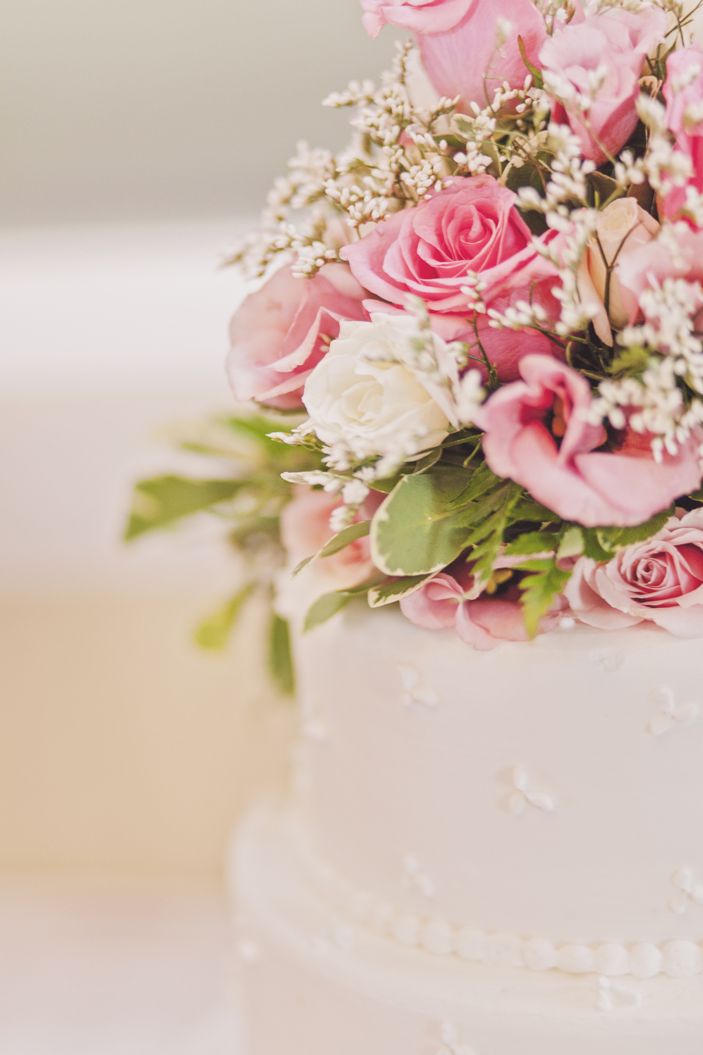 Romantic-classic-wedding-cake-with-pink-roses-topper.full