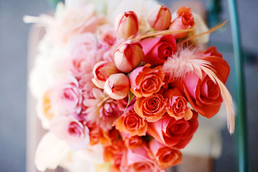 Coral-peach-ombre-bridal-bouquet-with-feathers.full