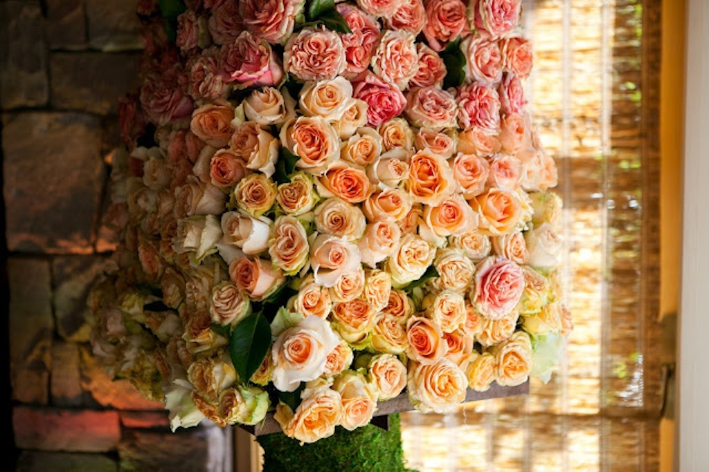 Ombre-wedding-flower-arrangements-peach-pink-roses.full