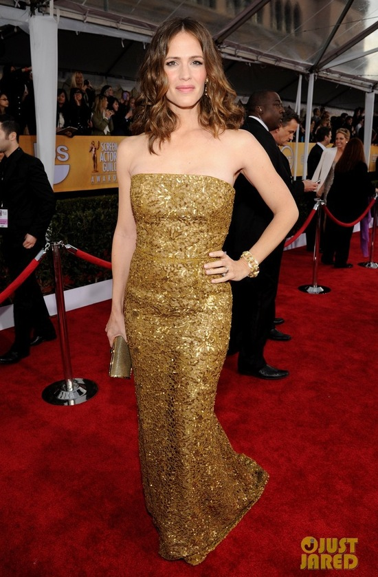 Gold Sparkly Gownjennifer garner sag awards 2013 02