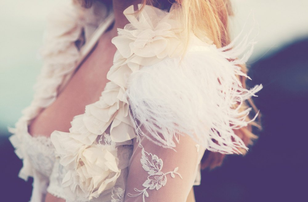 Feather-wedding-finds-great-gatsby-vintage-theme-sleeved-bridal-shrug.full