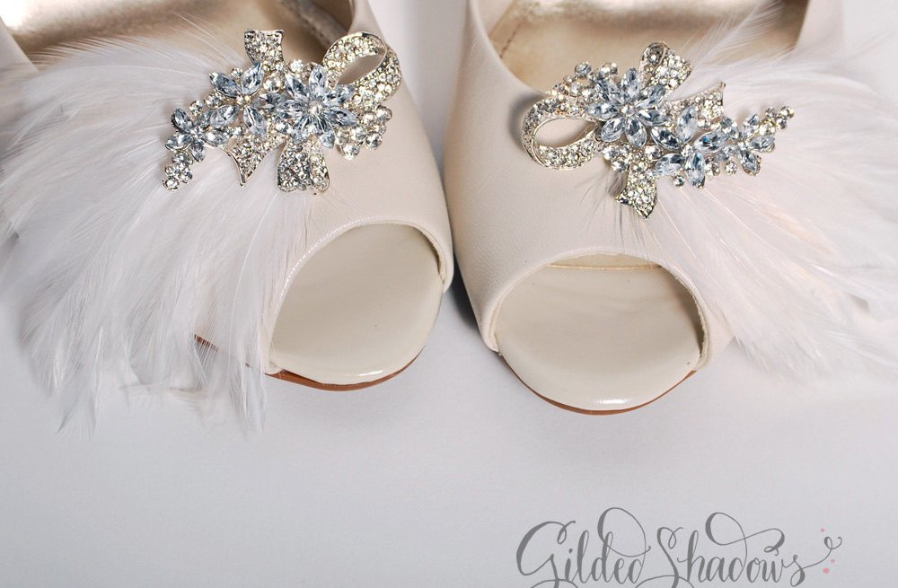 Feather-wedding-finds-great-gatsby-vintage-theme-shoe-clips.full