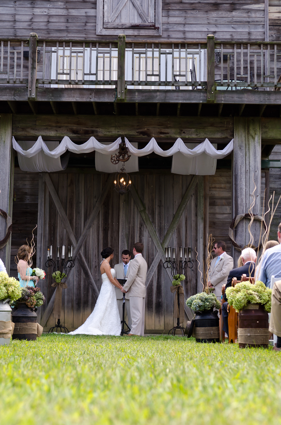 Atlanta_Wedding_Photographer_The_Walters_Barn_Lula_Georgia_Tyler_Brittany-3