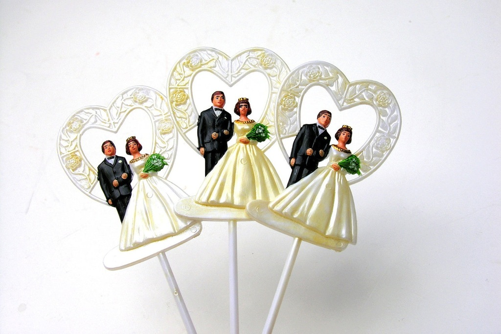 Vintage-bride-and-groom-wedding-cupcake-toppers.full