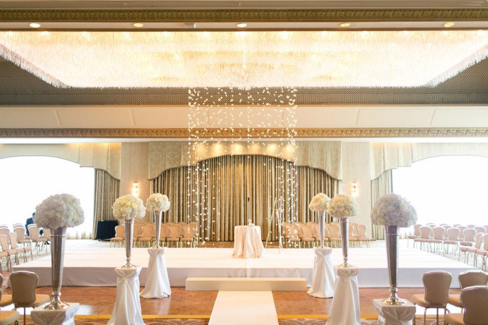 Elegant-wedding-at-the-ritz-carlton-chicago-all-white-wedding-flowers.full