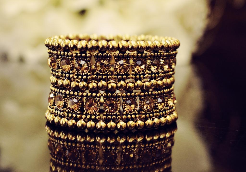 Gold-jewels-bangle-bracelet-for-vintage-brides.full