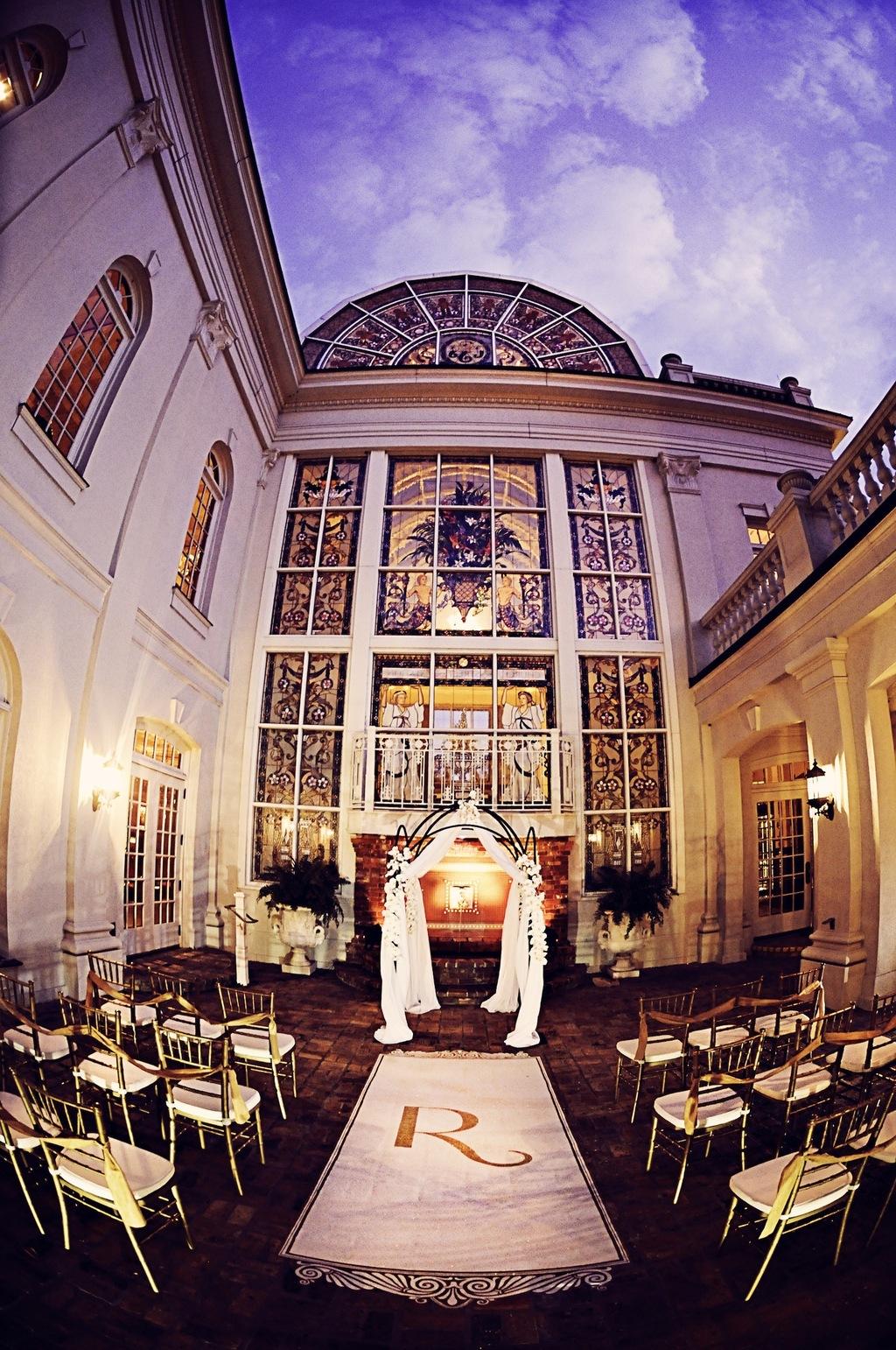 Amazing Wedding Ceremony Venue and Vintage Style Setup ...