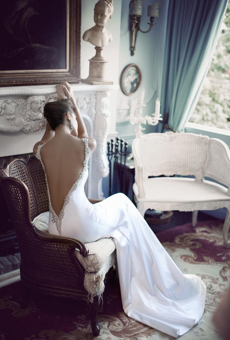 Daring-open-back-wedding-dres.full