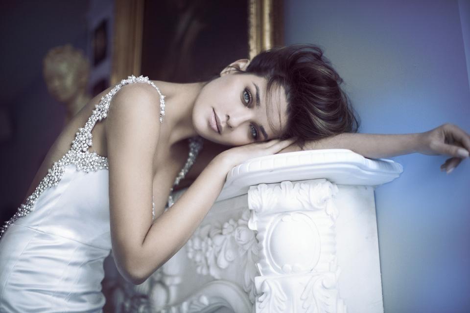 White-silk-wedding-dress-with-pearl-encrustations.full