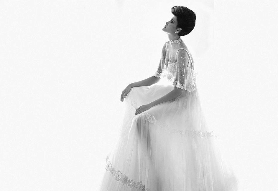 Romantic-bridal-gown-with-sheer-lace-embellished-sleeves.full
