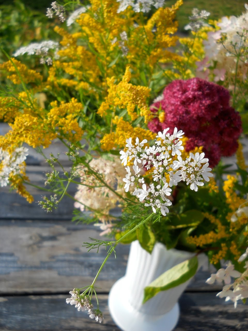 Simple-wedding-centerpiece-goldenrod-yellow-wine-white.full