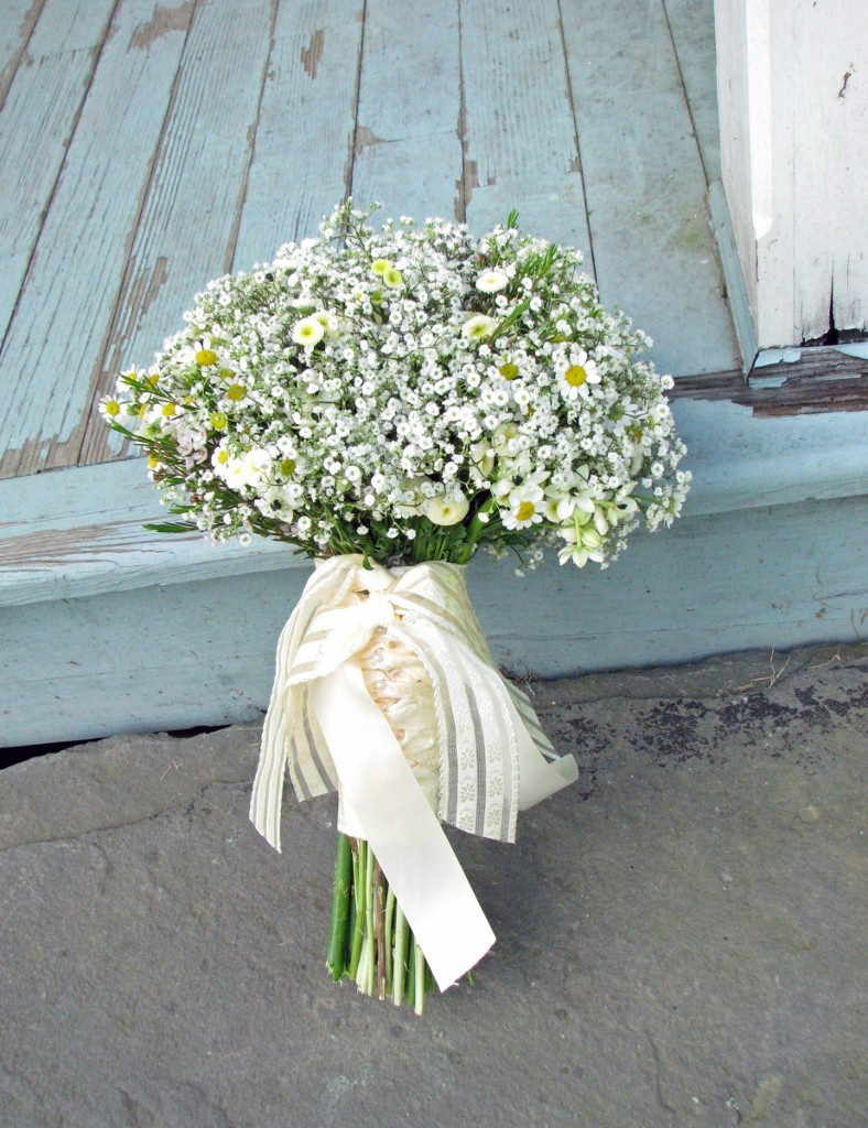 Mini daisies babys breath bridal bouquet izmirmasajfo