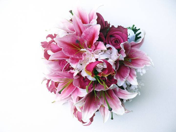 Pink-bridal-bouquet-with-oriental-lilies.full