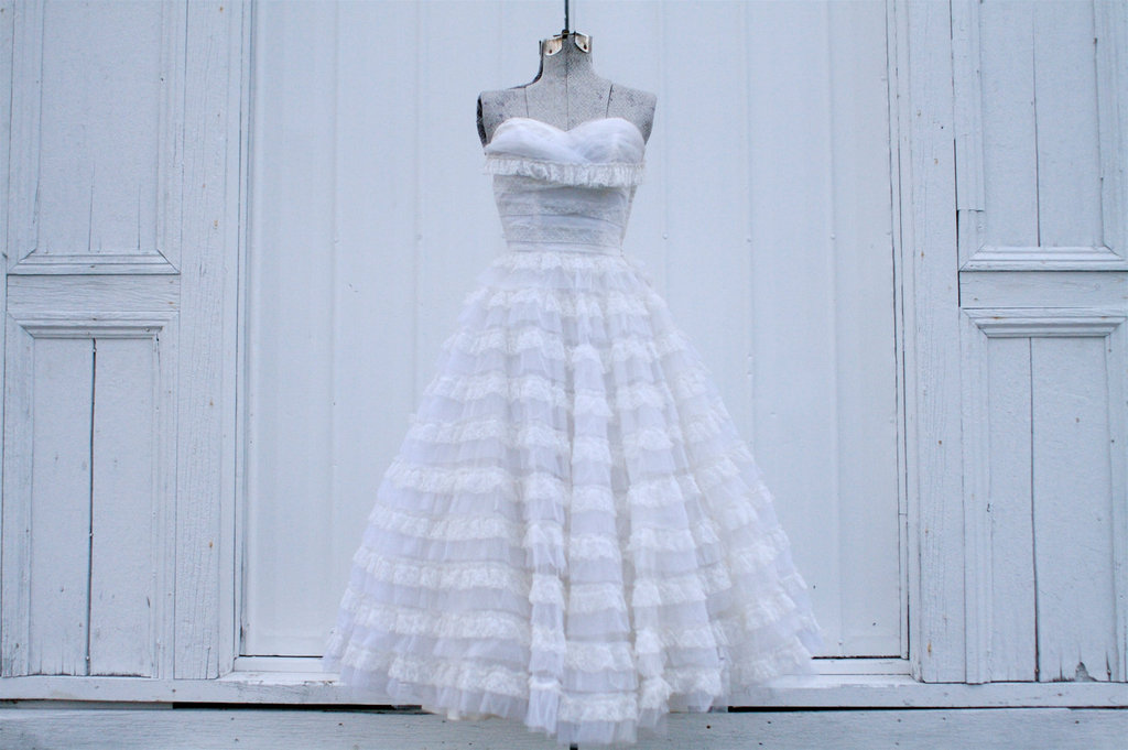 Tea-length-wedding-gown-for-vintage-brides.full