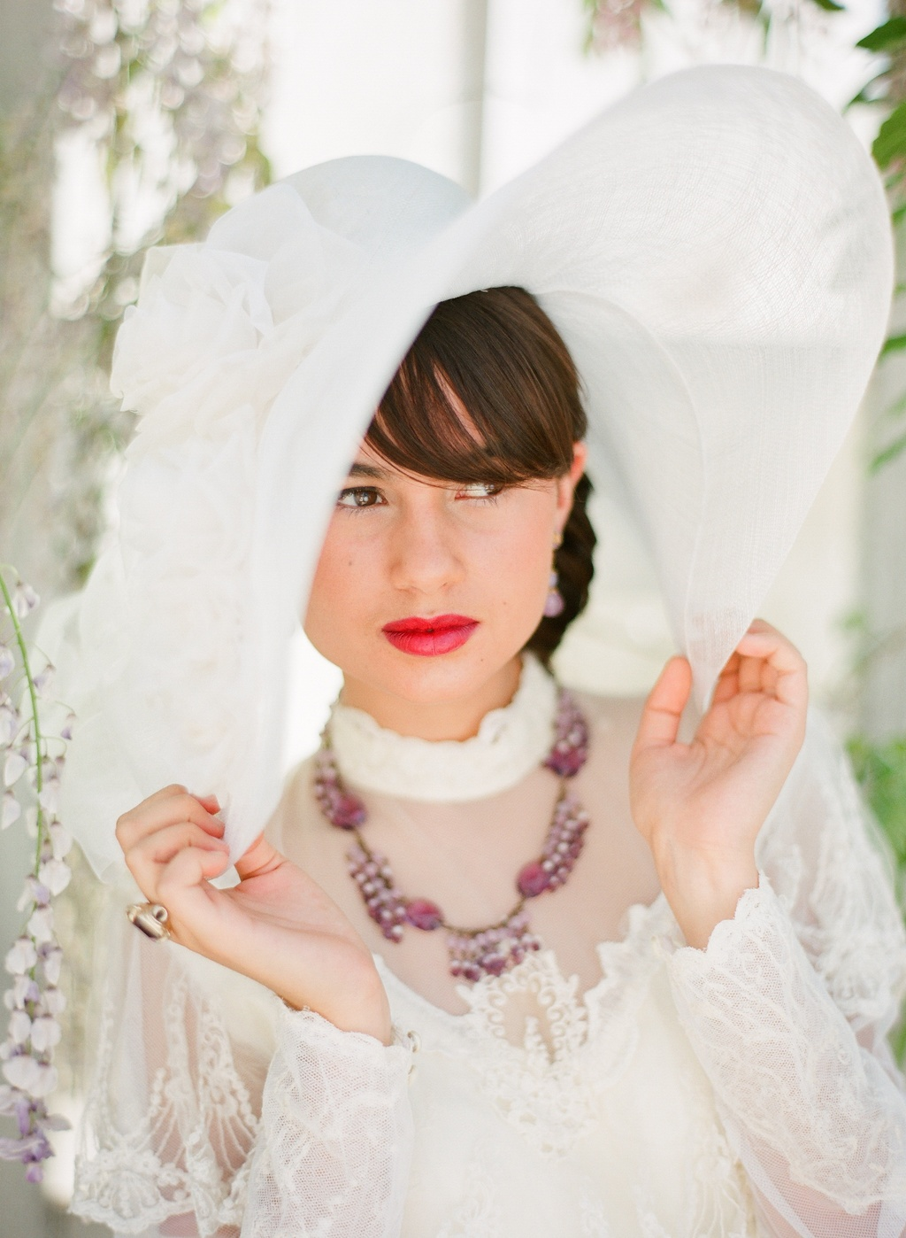 Bright-lips-for-brides-vintage-outdoor-wedding-shoot-1.full