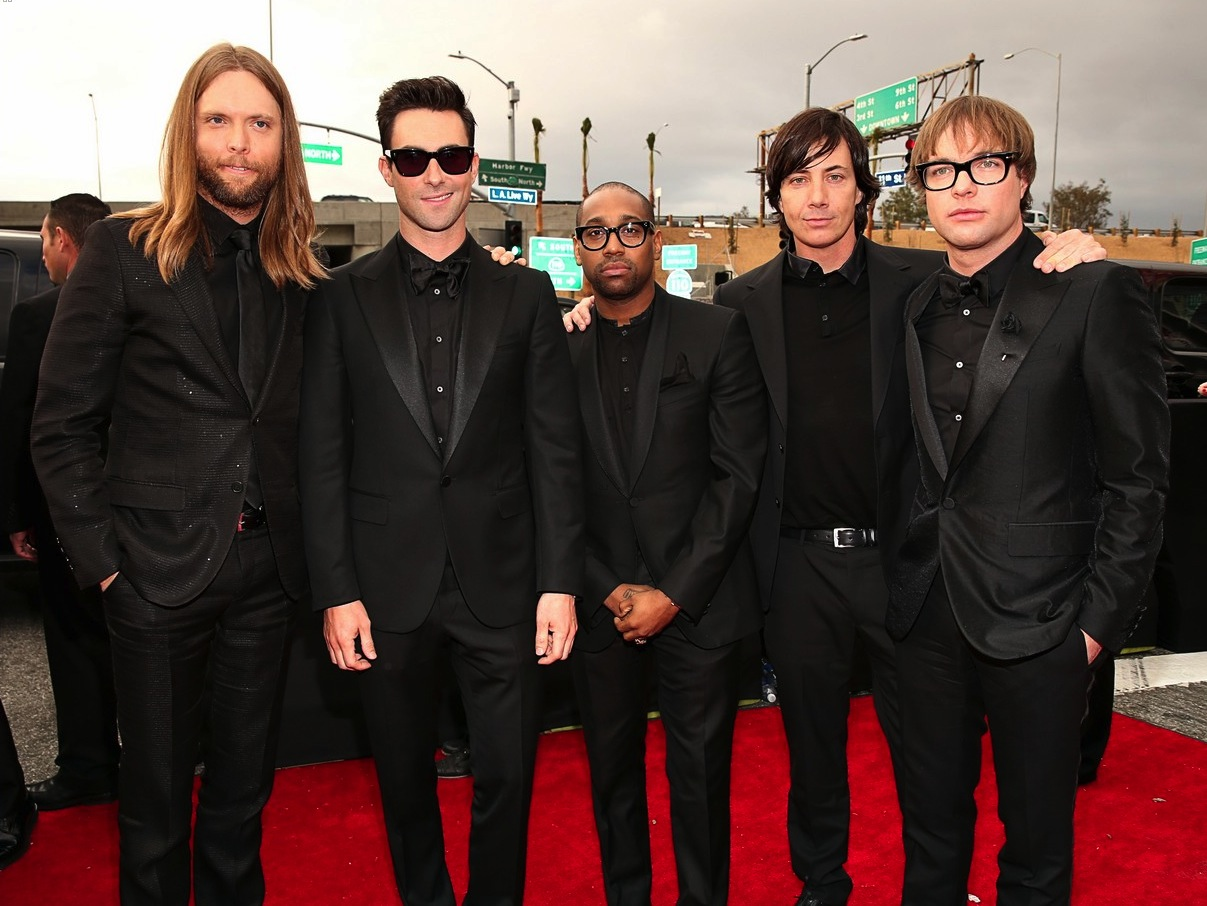 Maroon-5-at-2013-grammys-all-black.original