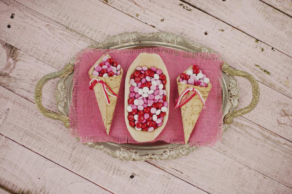 Valentines-day-wedding-ideas-sweet-m-n-ms.full