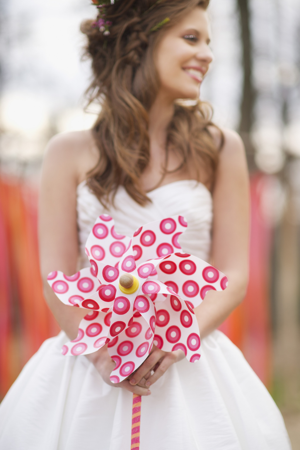 Alternative-bridal-bouquet-pin-wheel.full