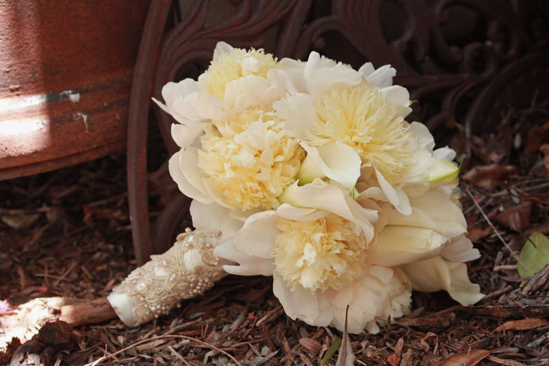 White-peony-wedding-bouquet-with-antique-lace-wrapped-stem.full