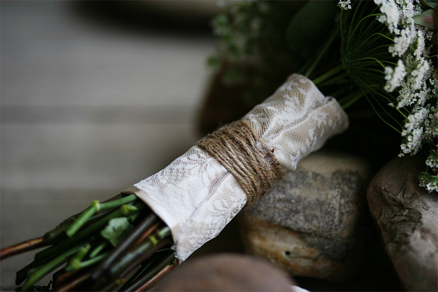 Rustic-lace-and-twine-wrapped-wedding-bouquet.full