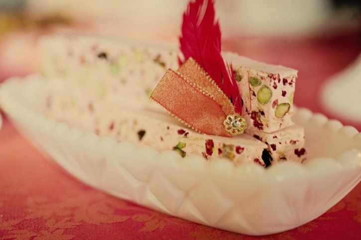 Wedding-sweets-with-a-vintage-valentines-twist.full