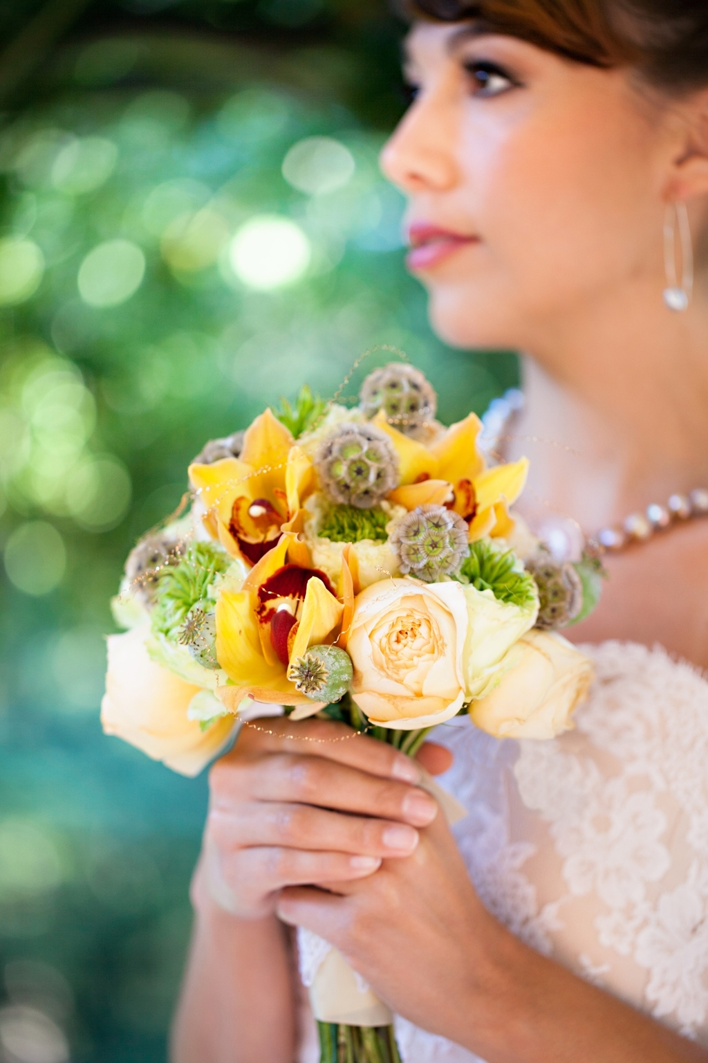 Wedding-style-inspiration-classic-tropical-bride-4.full