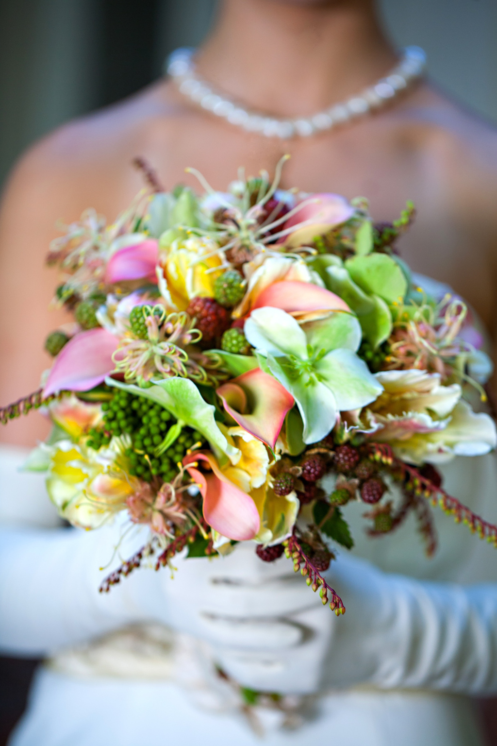 Wedding-style-inspiration-classic-tropical-bride-3.full