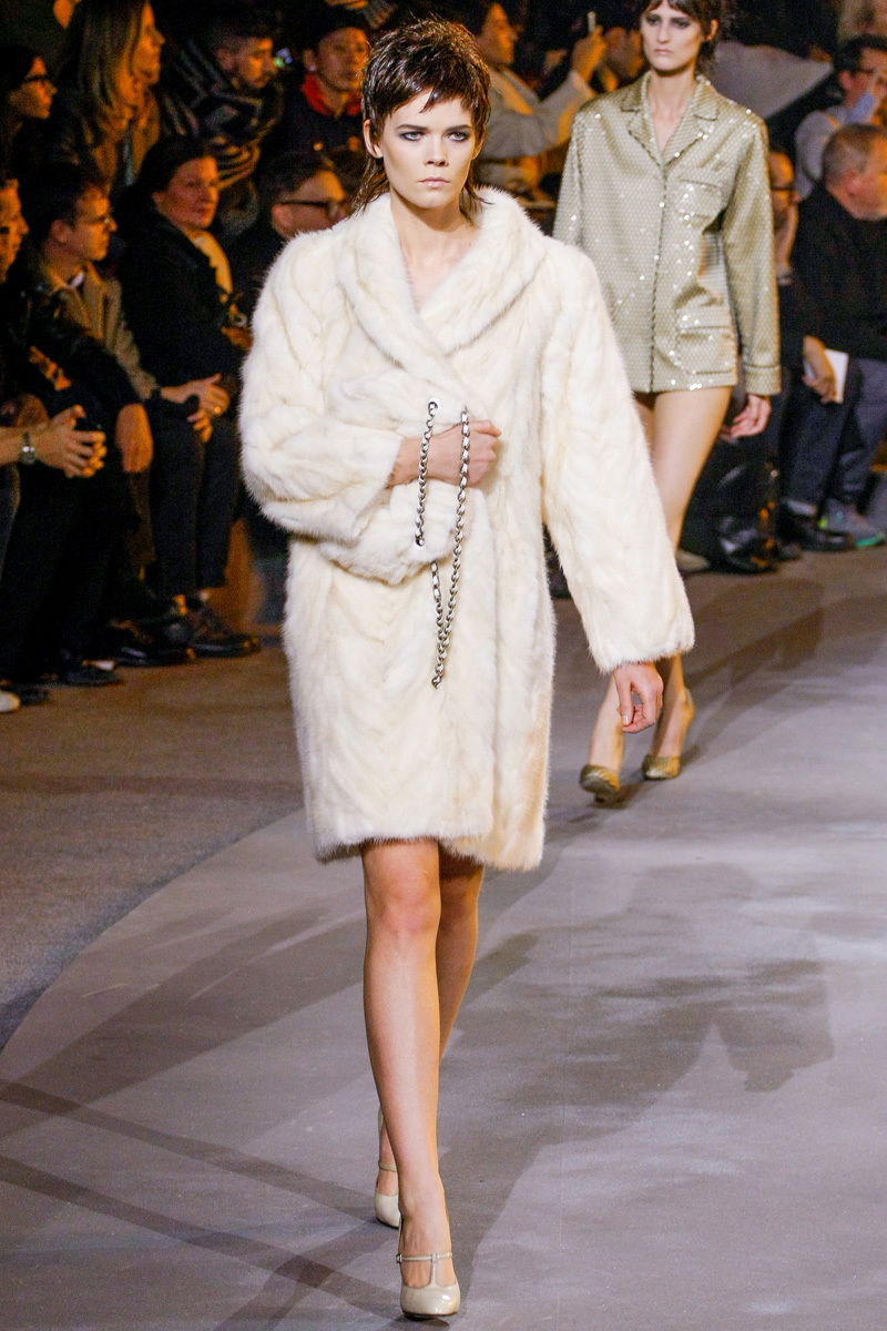 Ivory-fur-bridal-coat-for-winter-weddings-marc-jacobs.full
